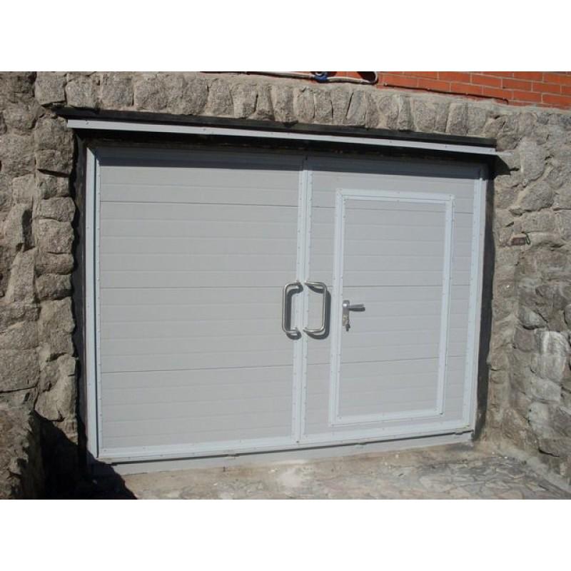 Нужно ли утеплять гаражные ворота?